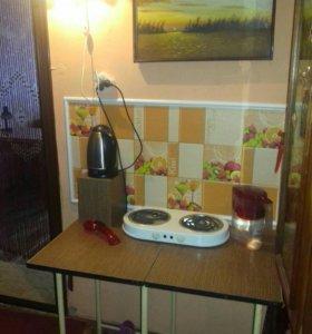 Комната с выделенной зоной для кухни!