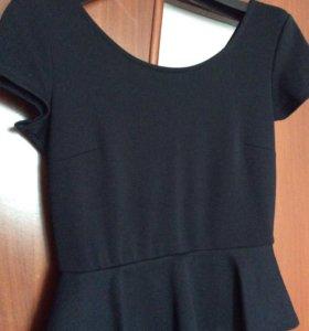Трикотажное платье с баской Kira Plastinina
