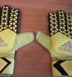 Перчатки вратарские