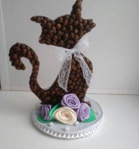 Кошечка с кофе.