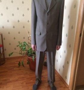 Продам новый костюм