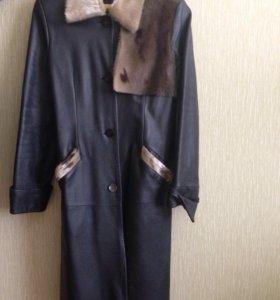 Кожаный плащ-пальто с нерпой