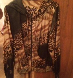 Легкая курточка в отличном состоянии