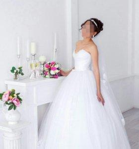 Свадебное платье с обручем и фата