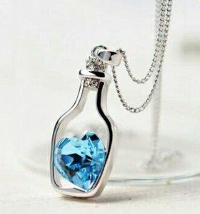Кулон-бутылочка с кристаллом