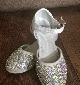 Туфли детские праздничные