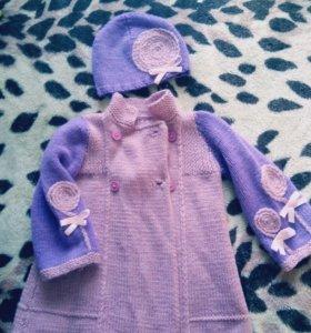 Демисезонное вязаное пальто.