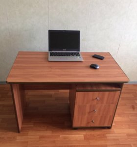 Стол с тумбой письменный, офисный.