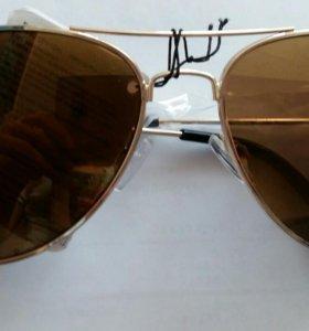 Продам очки АVON новые
