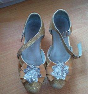 Туфли праздничные.