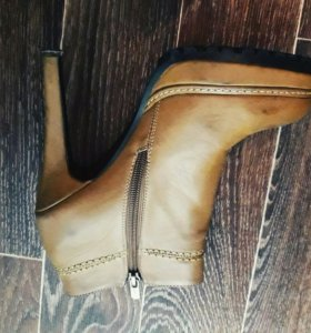 Демисезонные женские ботинки