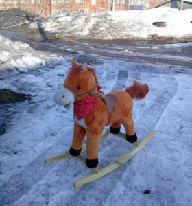 Музыкальная лошадка-качалка