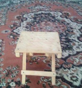 Столы и табуретки