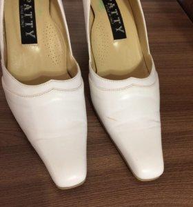 Туфли 36-37 размера.