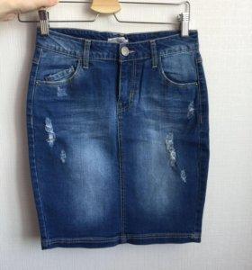 Новая юбка Stradivarius джинсовая