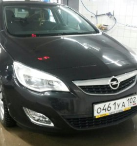 Opel Astra J 2011 г.