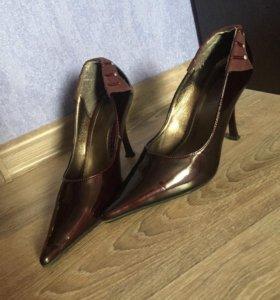 Красивые темно бордовые туфли лодочки