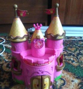 Кукольный домик в отличном состоянии