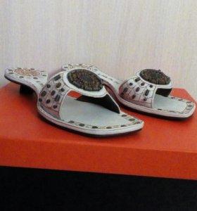 Модные индийские туфли