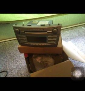 Оригинальная магнитола на Toyota Camry v40.