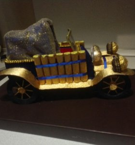 Ретро автомобиль с конфетами