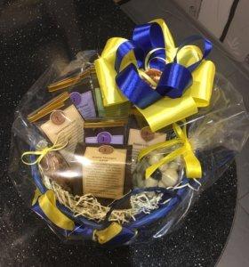 Подарки с чаем, кофе, конфетами и фруктами