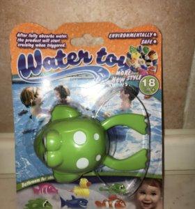 Заводная лягушка для игры при купании.