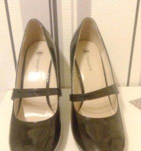Лакированные стильные туфли