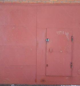 Гаражные  распашные ворота с калиткой(створки)