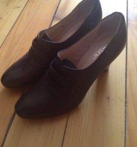 Кожаные туфли 40размер