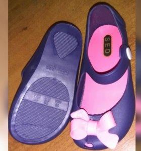 Новые туфельки (резиновые)и юбка