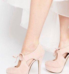 Новые туфли на шнуровке