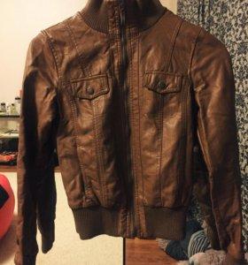 Кожаная куртка Jennyfer размер S