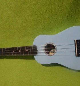 Светло-голубая укулеле. Германия