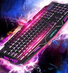 Игровая клавиатура с красивой подсветкой клавиш