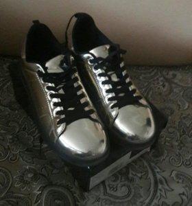 Зеркальные кроссовки