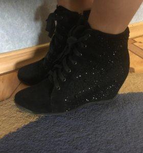 Ботинки замш, красивые стразы .