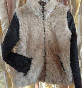 Меховая куртка с кожаными рукавами