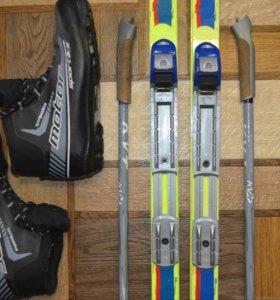 Комплект - лыжи, ботинки, крепления, палки.