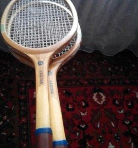 Ракетки для тенниса.