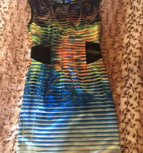 Платье элегантное новое.
