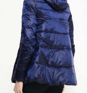 Легкая куртка, можно для беременных.