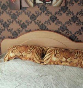 Кровать 2х спальная с матрацам