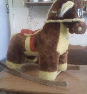 Лошадка качаться