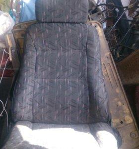 Сиденья,обшивка,крыло от 99