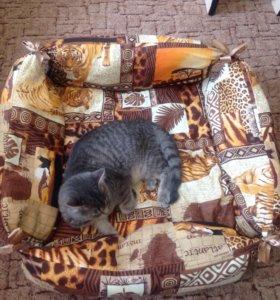Лежачек для кошки