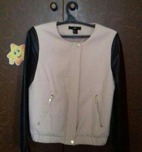 Женская лёгкая курточка.