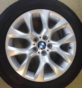 Комплект оригинальных дисков на BMW X5 с резиной