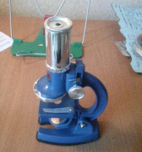 Микроскоп с образцами.