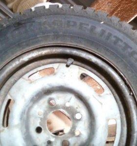 Зимние резина на дисках нокиан хакапелита4